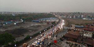 काठमाडौंको अनौठो मौसम : हुरीबतास, असिनापानी अनि दिउँसै अँध्यारो