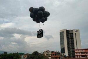 काठमाडौँको आकाशमा एमसिसी विरु'द्ध उड्यो का'लो बेलुन !